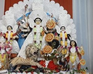 পুরুলিয়ার দুর্গাপুজোও এবার হাতের মুঠোয়, করোনা আবহে কেমন পুজো হল দেখে নিন